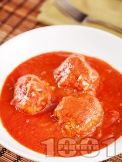 Италиански кюфтета с телешка кайма, пармезан и рикота в доматен сос задушени в тенджера - снимка на рецептата